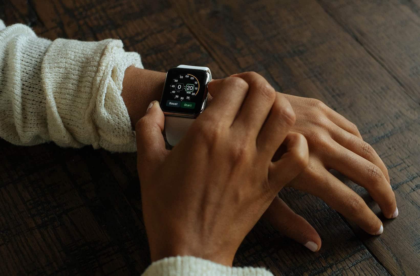 Photographie d'une montre illustrant l'heure à laquelle il est préférable de publier sur Instagram
